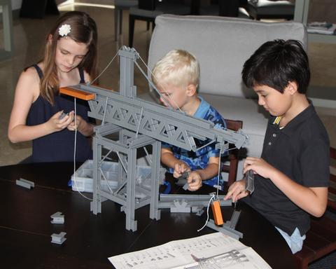 Crane Unit Bricks | The Discovery Source